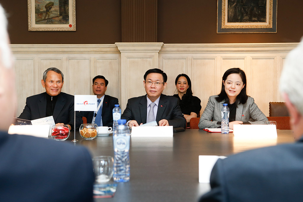 Rent-A-Port hosts Viet Nam Deputy Prime Minister and Chairman EVN-group for visit to offshore wind turbines in Belgium